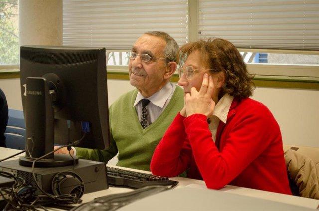 Personas mayores, centro de mayores, jubilados, jubilado, jubilación, informática para mayores, pensión, pensionistas, anciano , ancianos, actividades, ordenador, internet