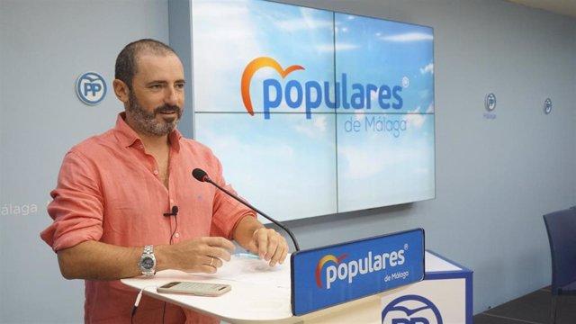 El portavoz provincial y portavoz adjunto del grupo parlamentario 'popular' andaluz, José Ramón Carmona, en rueda de prensa.