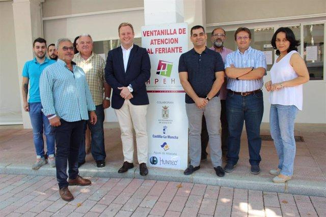 El alcalde de Albacete, Vicente Casañ,  presenta el servicio de la Ventanilla del Feriante.