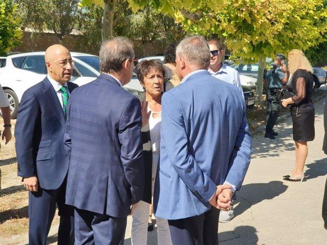 La delegada del Gobierno en CyL, Mercedes Martín, durante su visita a Linares de la Vid (Burgos) con motivo de sus fiestas patronales.