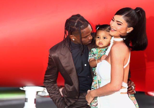 """Travis Scott, Kylie Jenner y Stormi Webster en la premiere de 'Travis Scott: """"Look Mom I Can Fly'"""