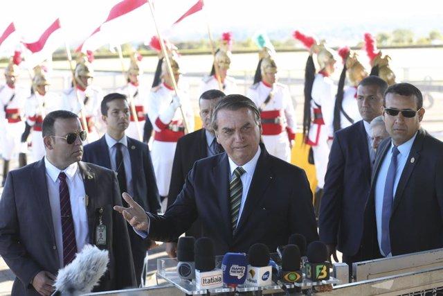 """Brasil.- Bolsonaro acusa a Macron de querer erigirse en el """"único defensor del m"""