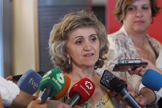 La ministra de Sanidad, Consumo y Bienestar Social en funciones, María Luisa Carcedo, se reúne con colectivos de Consumo en el Impact Hub Piamonte de Madrid.