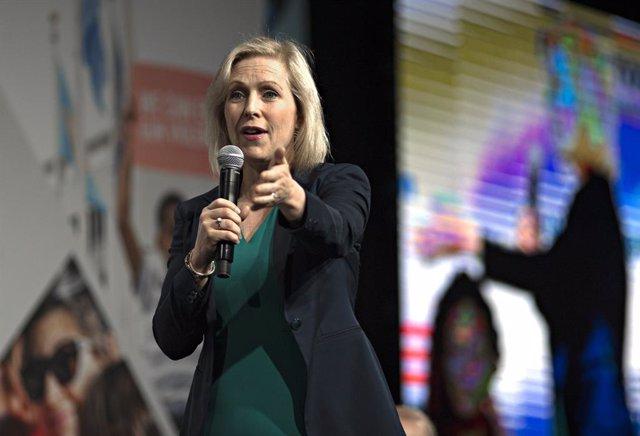 EEUU.- La senadora Kirsten Gillibrand se retira de las primarias del Partido Dem