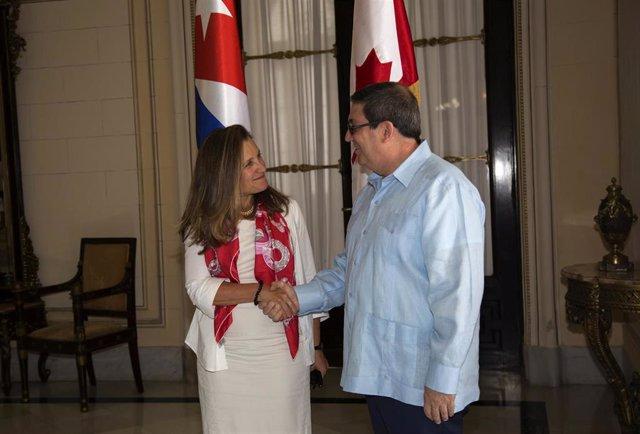La ministra de Exteriores canadiense, Chrystia Freeland, y su homólogo cubano, Bruno Rodríguez