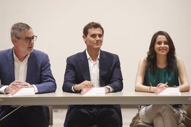 El secretario general de Ciudadanos, José Manuel Villegas; el presidente de Ciudadanos, Albert Rivera y la portavoz de Cs en el Congreso de los Diputados, Inés Arrimadas.