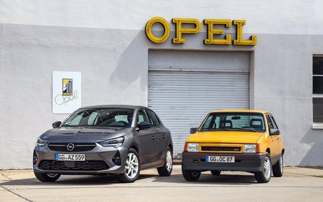 El nuevo Opel Corsa se encuentra con el Corsa GT de 1987 en el Salón del Automóvil de Frankfurt