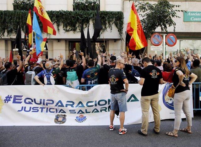 Protesta de Jusapol ante el Ministerio del Interior.