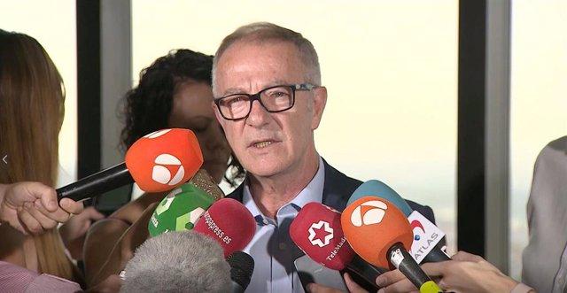 El ministro de Cultura y Deporte en funciones, José Guirao, atiende a los medios de comunicación, antes de su reunión con el presidente del Gobierno en funciones, Pedro Sánchez y representantes del mundo del deporte.