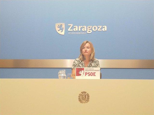 La portavoz del grupo socialista en el Ayuntamiento de Zaragoza, Pilar Alegría, durante una rueda de prensa en el consistorio este jueves, 29 de agosto.
