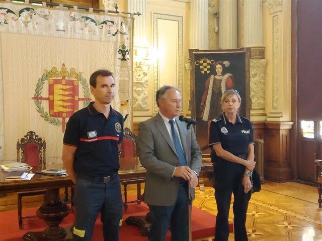 El jefe de Bomberos, Javier Reinoso, el concejal de Salud Pública y Seguridad Ciudadana, José Antonio Otero y la intendente jefa de la Policía Municipal de Valladolid, Julia González.