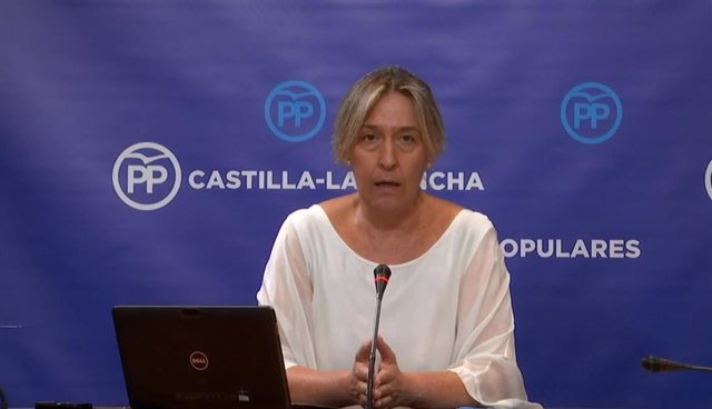 La diputada del PP en las Cortes regionales Ana Guarinos en rueda de prensa