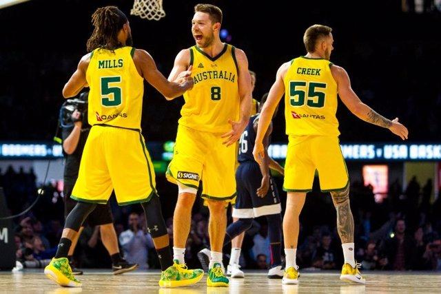 Dellavedova y Mills celebran la victoria de Australia