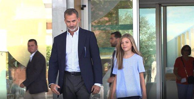 VÍDEO: El Rey Felipe visita a Don Juan Carlos acompañado de la Infanta Sofía y d