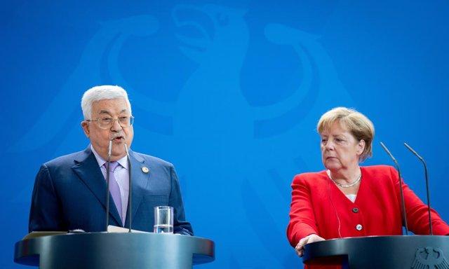 """O.Próximo.- Merkel defiende ante Abbas la solución de dos estados aunque """"cada v"""