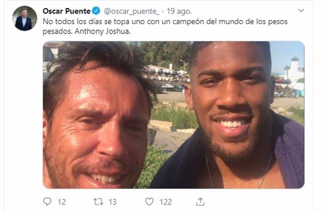Tuit en el que Óscar Puente aparece junto a Anthony Joshua.