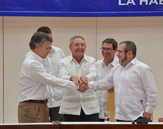 """Colombia.- Santos reclama """"contundencia"""" contra los desertores pero defiende que"""