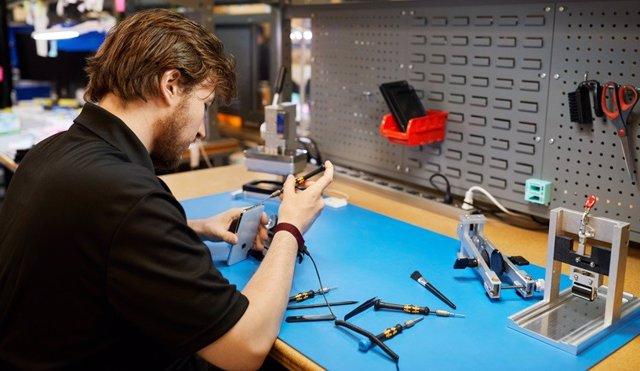 Apple anuncia un nuevo programa de reparación independiente para iPhone con piez