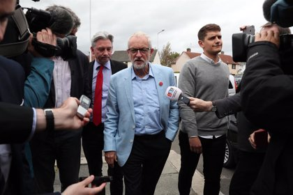"""Brexit.- Corbyn aboga por parar """"políticamente"""" a Johnson a partir del martes"""