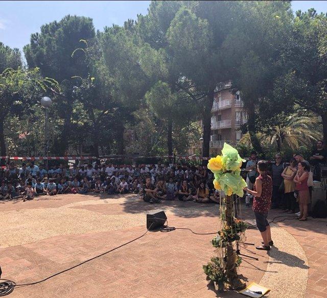 Participants en els campaments d'estiu Baobab de Barcelona en el seu tancament