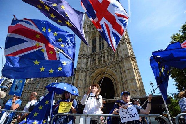 Brexit.- La petición al Parlamento británico en contra de la suspensión suma ya