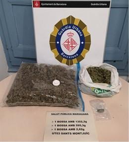 Dos kilos de marihuana incautada por Guardia Urbana de Barcelona