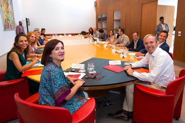 Foto del equipo de Gobierno del Ayuntamiento de Zaragoza durante una jornada de trabajo en la que han participado los 14 concejales.
