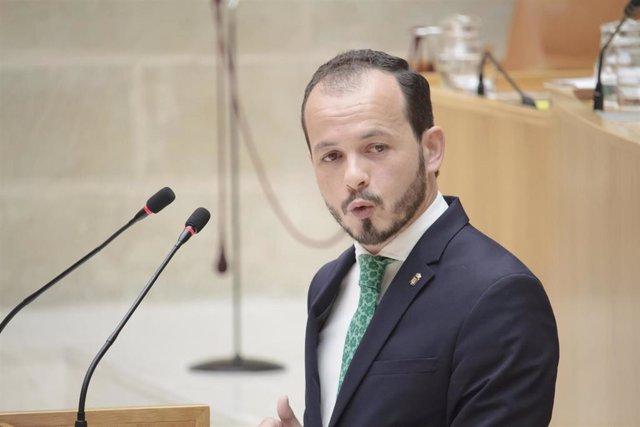 El portavoz de Ciudadanos en el Parlamento de La Rioja, Pablo Baena, durante su intervención en la segunda sesión del debate de investidura de la candidata socialista, Concha Andreu, a la Presidencia de La Rioja.