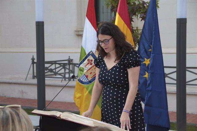 La diputada de Podemos-Equo en La Rioja, Raquel Romero Alonso, jura el cargo como consejera de Paritcipación Cooperación y Derechos Humanos del Gobierno de La Rioja, durante el acto de toma de posesión de los consejeros.