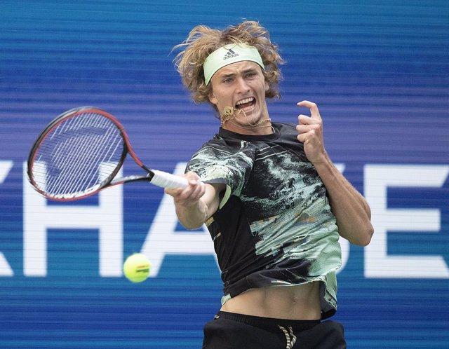 Tenis.- Zverev se queja de los largos parones de los jugadores jóvenes durante l