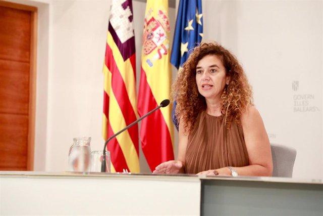 La portavoz del Govern balear, Pilar Costa, durante la rueda de prensa de este viernes.