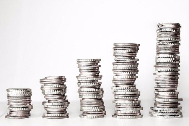 Monedas de plata apiladas