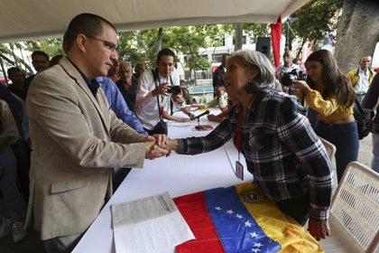 """Colombia.- Venezuela tacha de """"desfachatez"""" que Duque quiera eludir su """"exclusiva responsabilidad"""" sobre proceso de paz"""