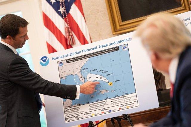 EEUU.- Trump declara el estado de emergencia en Florida a unas 72 horas de la ll