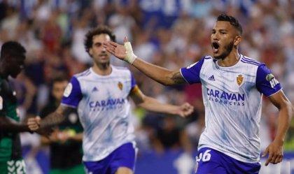 El Zaragoza duerme líder tras vencer al Elche de penalti