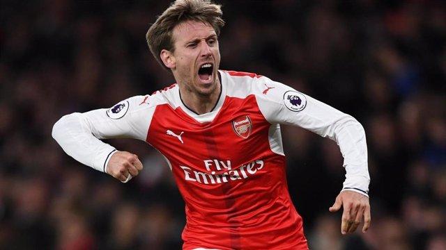 Nacho Monreal celebra un gol con el Arsenal.