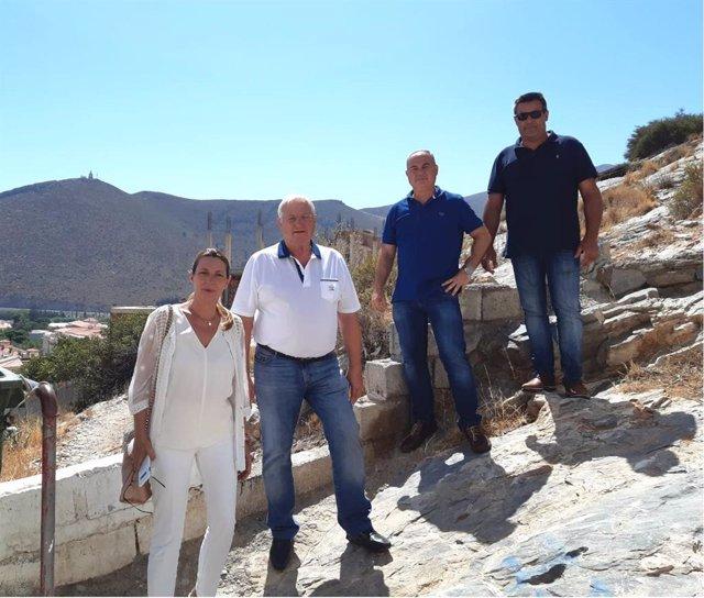 La coordinadora de Cs Gaulchos, Fátima Lachica, junto a otros miembros de la formación con la parlamentaria andaluza Concha Insúa (Cs)