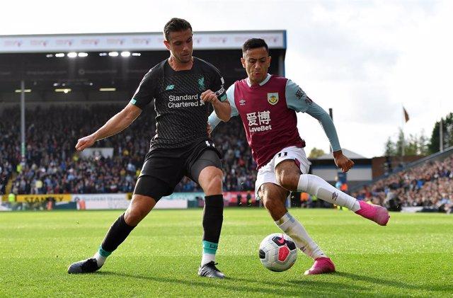 Fútbol/Premier.- (Crónica) El Liverpool sigue líder invicto y el City no afloja