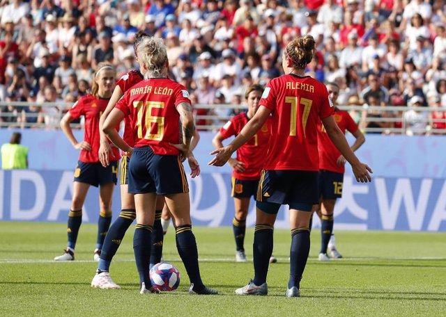 Fútbol/Selección.- España no puede (2-0) con una fuerte Francia