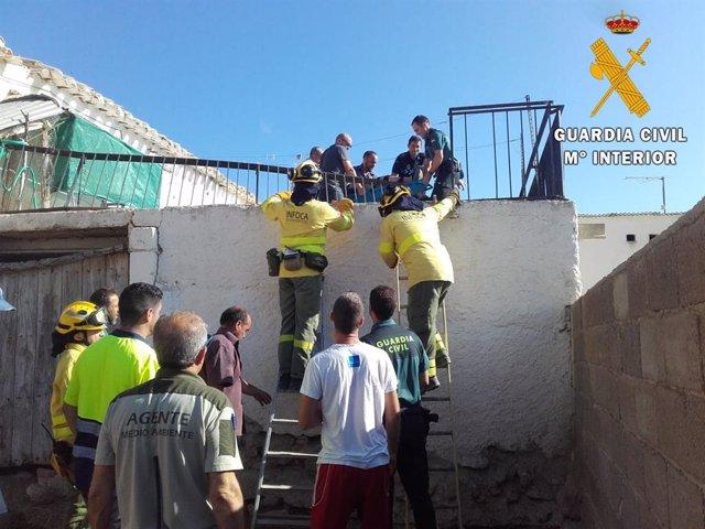 Rescate de la anciana atrapada en un incendio en Vélez Blanco.