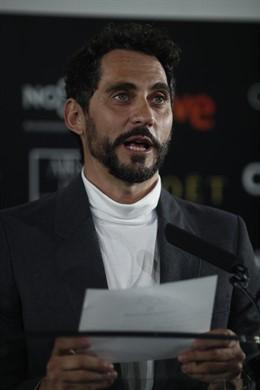 El actor Paco León leyendo los nominados a los premios Goya 2018.