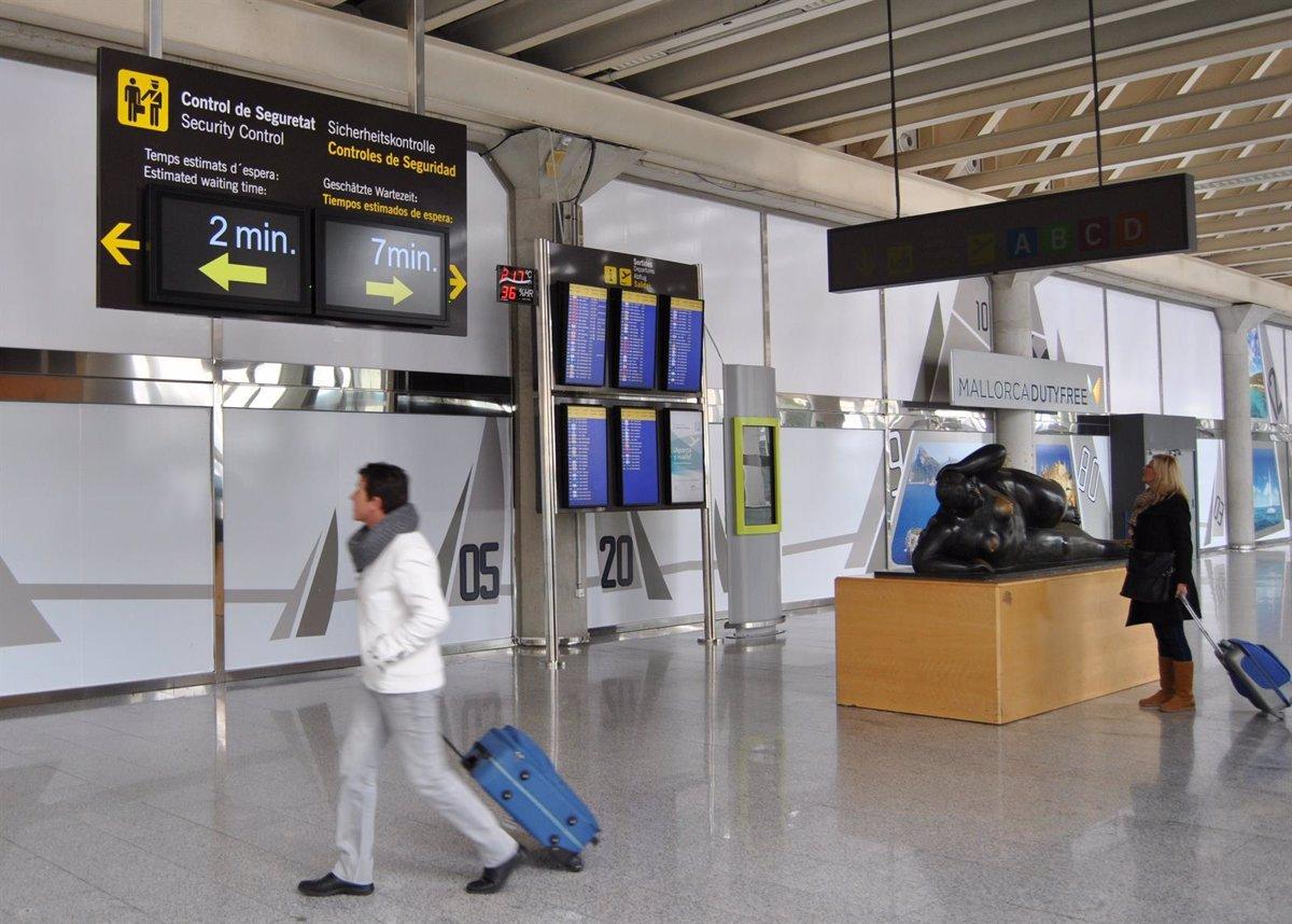 Una veintena de vuelos afectados en Palma e Ibiza por un problema en el sistema de control aéreo en Francia