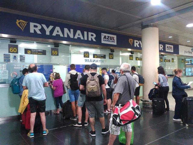 Mostradores de Ryanair en la T2 del Aeropuerto de Barcelona