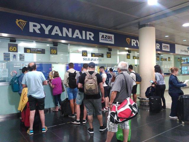 Mostradors de Ryanair en la T2 de l'Aeroport de Barcelona