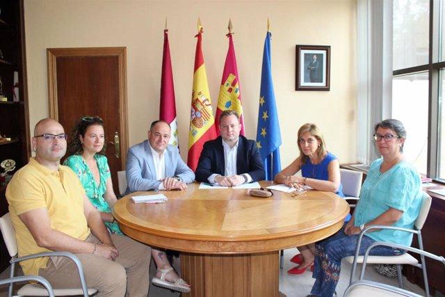 El alcalde de Albacete, Vicente Casañ, reunido con miembros de CCOO Albacete