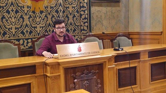 El concejal de Festejos del Ayuntamiento de Cuenca, Adrián Martínez, en rueda de prensa