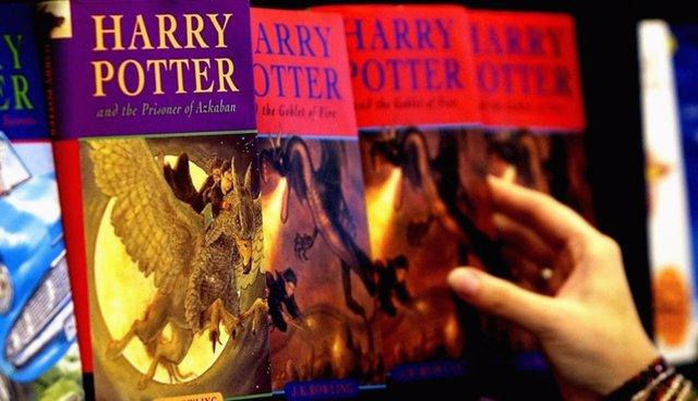 Una imagen de los libros de Harry Potter escritos por J.K. Rowling, 'El prisionero de Azkaban' y 'El cáliz de fuego'