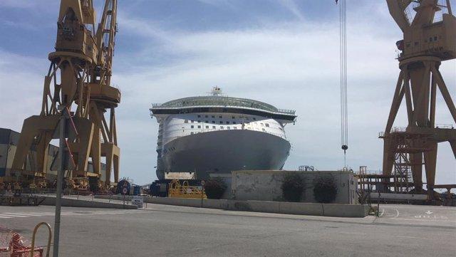 El 'Oasis of the Seas' en los astilleros de Cádiz