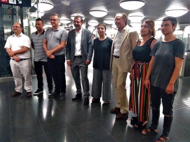 Xavier Flors i Rosa Alarcón amb representants de TMB i regidors de Barcelona, Santa Coloma de Gramenet i L'Hospitalet de Llobregat