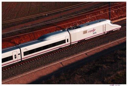 Una decena de trenes AVE, Alvia o Avant sufren retrasos por la avería de catenaria en Córdoba, ya reparada
